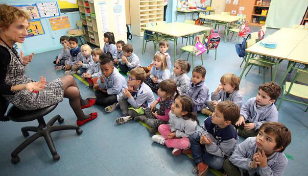 Alumnos del Colegio Elvira España de Tudela. Al centro se le han asigando 12 pueblos para Modelo D.