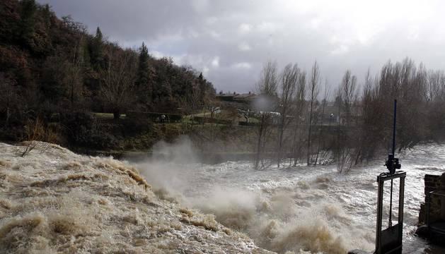 La crecida de los ríos pone a Navarra en alerta