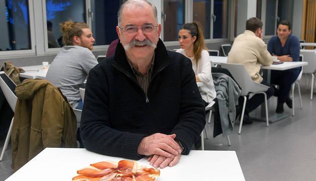 Pedro Subijana, antes de su intervención, en la cafetería del edificio de Ciencias de la UN.
