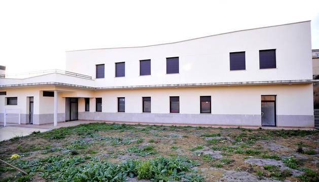 El centro de día se ubica junto al centro de salud de Larraga.