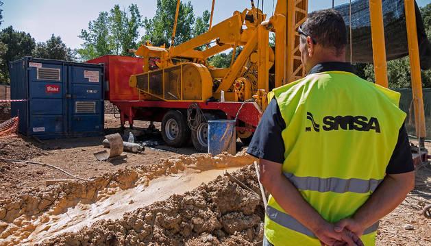 Una imagen de la perforación del primero de los pozos de Mendaza el pasado verano. La construcción del segundo está en ciernes.