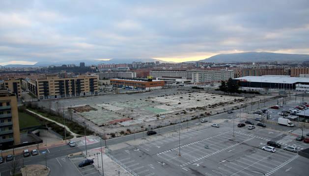 La parcela de la antigua Bosch, con la avenida de Guipúzcoa a la derecha, donde UPN proponía construir un parking disuasorio.