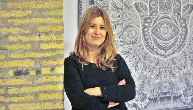 La pamplonesa Patricia de la Fuente Pérez de Azanza, de 38 años, en su consulta de asesoramiento.