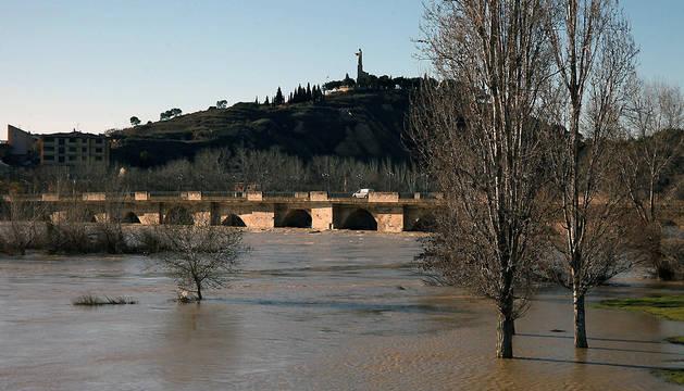 Vista del río Ebro a su paso por Tudela este martes.