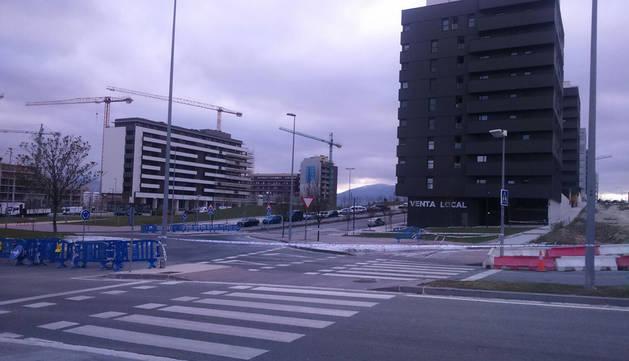 Una gran placa de hielo mantiene cortada la avenida Juan Pablo II