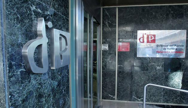 Entrada a las oficinas del Defensor del Pueblo de Navarra.