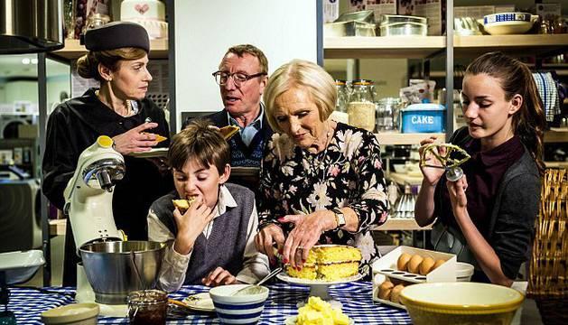 Imagen de un familia en 'Back in Time for Dinner' de la BBC.