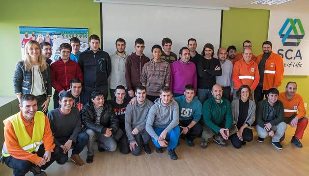 Imagen de los alumnos de Mecatrónica, los profesores, varios empleados de la fábrica y la directora de planta participaron en la sesión