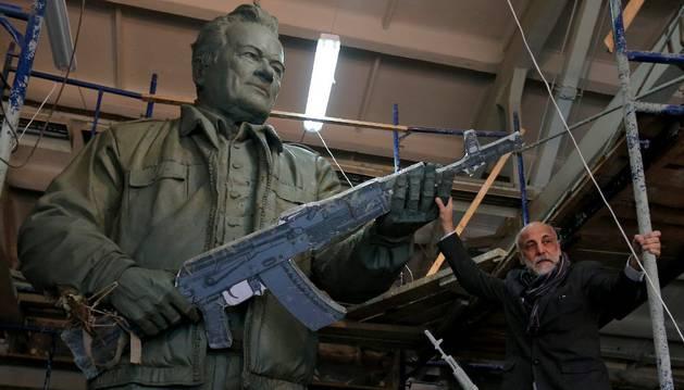 Moscú homenajeará con una estatua a Mijail Kaláshnikov y su legendario fusil AK-47