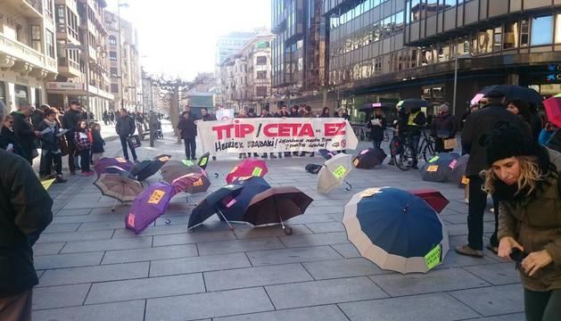 Concentración en Pamplona contra el acuerdo de libre comercio CETA.