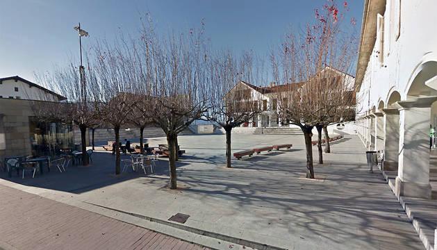 Foruen Plaza de Irurtzun, con el Ayuntamiento al fondo.