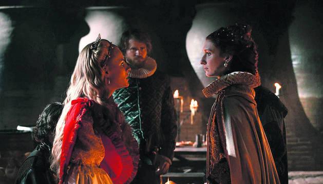 Escena de la serie 'Reinas'.
