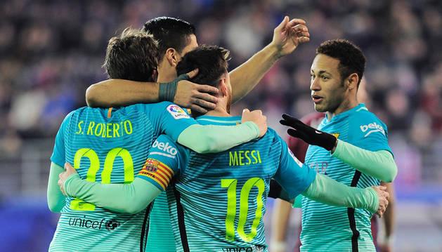 Foto de los jugadores del Barcelona celebrando un gol.