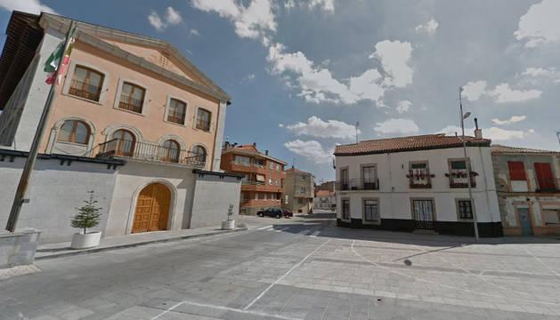 Plaza del ayuntamiento de Navas del Marqués (Ávila).