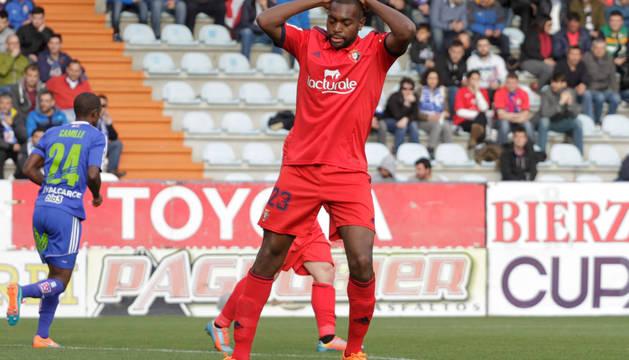 Raoul Loe se lamenta por una ocasión fallida en el partido contra la Ponferradina de la temporada 2014/15 y que acabó con derrota (1-0) para el cuadro rojillo.