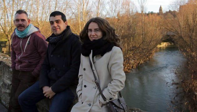 Foto de Kike Vergara, Yerai Monasterio y Ruth Escobés, fotografiados ayer en Pamplona.