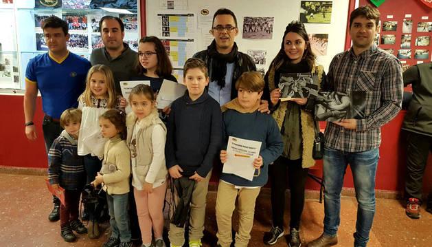 Premiados e integrantes de la peña  taurina Lodosa por el Toro.