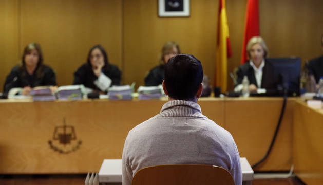 El profesor del Colegio Vallmont de Villanueva del Pardillo (Madrid) Carlos R.I. en el juzgado.