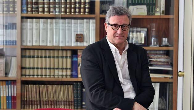 Imagen de Javier Torrens Alzu, arquitecto, recién jubilado como profesor de la Escuela de Artes y Oficios de Pamplona.