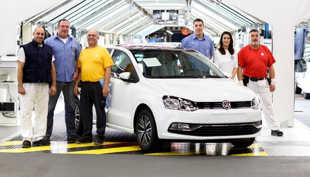Varios trabajadores de Volkswagen Navarra.
