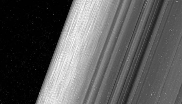 Imagen captada por la nave de la NASA de los anillos de Saturno.
