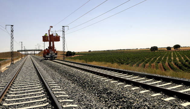 Vías de tren de una línea de alta velocidad.