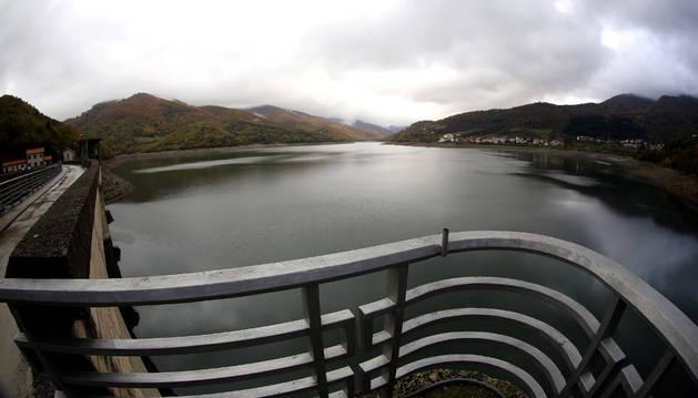 El embalse de Eugi es la principal fuente de abastecimiento de agua de Pamplona y la Comarca. Según la nueva propuesta del mapa local, quedaría fuera de la delimitación geográfica de la Mancomunidad.
