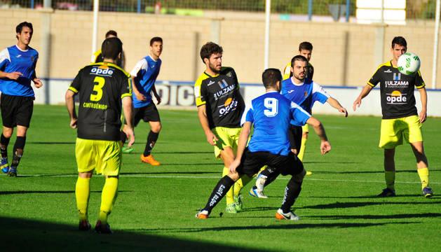 Imagen de un partido de esta temporada entre Peña Sport y Cirbonero, dos de los quince clubes navarros que forman parte de la CCT.