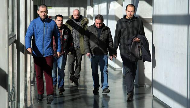 Representantes del comité de BSH Esquíroz en su visita al Parlamento de Navarra.