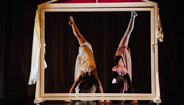 Bailarines de la compañía Fueradeleje, en la obra '¿Quién teme al lobo feroz?'.