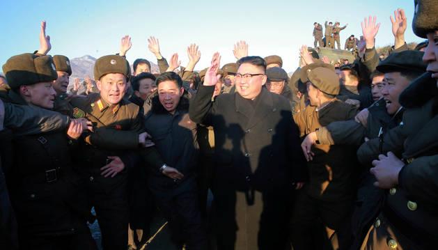 El líder de Corea del Norte, Kim Jong Un, en la base de Banghyon.