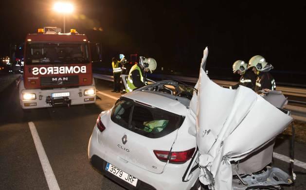 Un herido muy grave al chocar un coche y un camión en Ribaforada