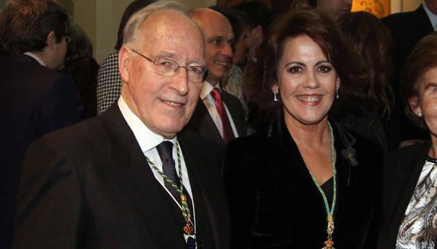 Imagen de Yolanda Barcina, junto a su marido Manuel Pizarro, tras la toma de posesión de la expresidenta navarra.