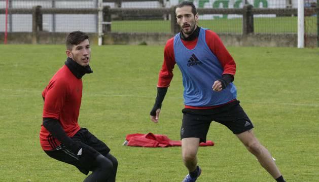 David García junto a Vujadinovic durante un entrenamiento en Tajonar