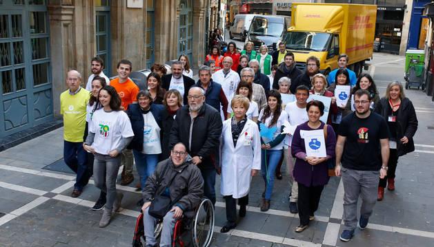 En su silla de ruedas, Fermín Yerro Izco -de Nuevo Futuro- abre una comitiva de generosidad, representada por voluntarios de 19 entidades sociales.
