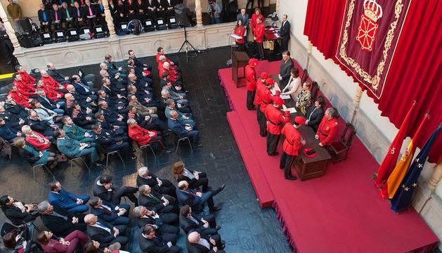 Se ha reconocido la labor de 46 agentes, personas y entidades colaboradoras de este cuerpo policial, a quienes se han entregado 13 medallas de servicios distinguidos, 25 felicitaciones públicas y ocho metopas honoríficas.