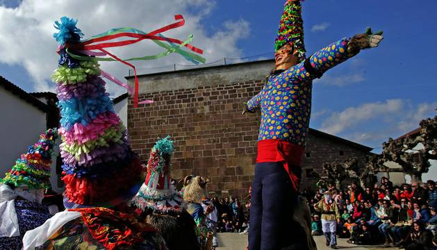 Fotografías de la captura de Miel Otxin y la ceremonia de Ziripot.