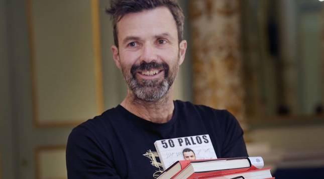 Entre flashes, cámaras de televisión y periodistas con libreta, Pau Donés ha presentado '50 Palos'.