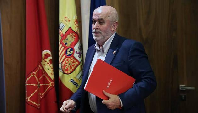 El consejero de Educación, José Luis Mendoza, antes de comparecer ayer ante los medios. En sus dos periodos de preinscripciones como consejero la red concertada ha crecido un 3,1%.