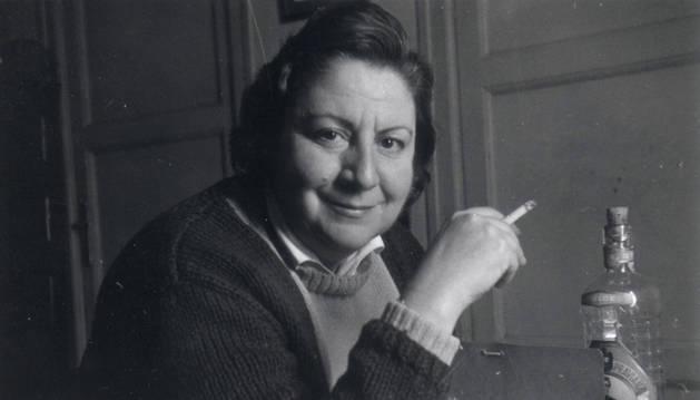 Una de las fotografías que aparecen en el libro sobre Gloria Fuertes.