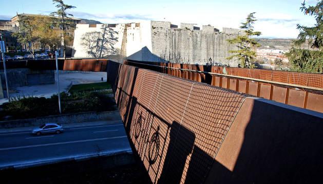 La pasarela de Labrit, cerrada al paso de peatones desde el pasado mes de julio.