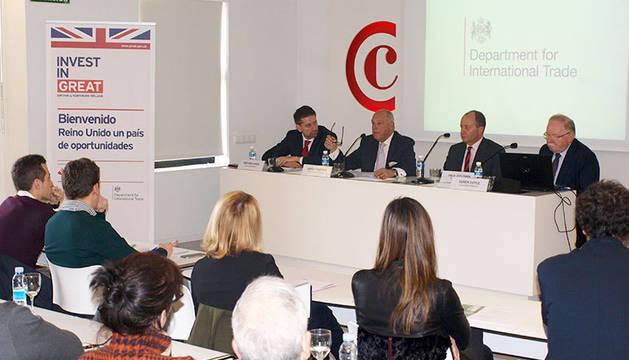 foto de Antonio Ariza (Santander), Javier Taberna (Cámara de Comercio), Paul Goldwin (PKF) y Derek Doyle (Consulado Británico).