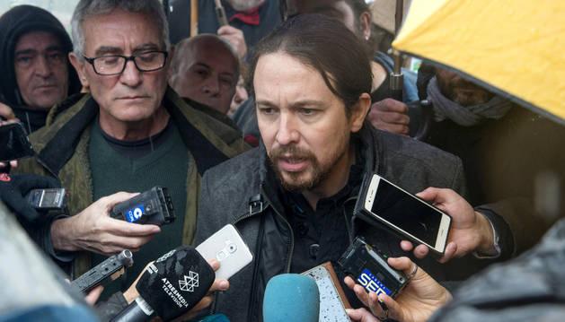 Pablo Iglesias atiende a los medios en su visita a la cárcel de Jaén, donde está Andrés Bódalo.