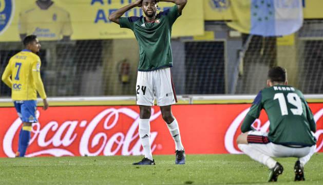 Raoul Loe se lleva las manos en la cabeza durante el partido de ayer en el Gran Canaria