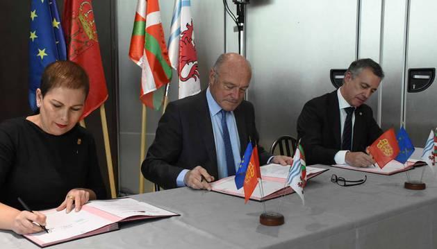 Firma del convenio de incorporación de Navarra a la eurorregión.