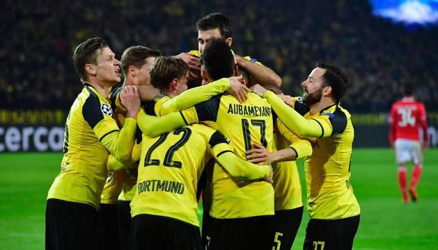 Los jugadores del Borussia celebran uno de los goles.
