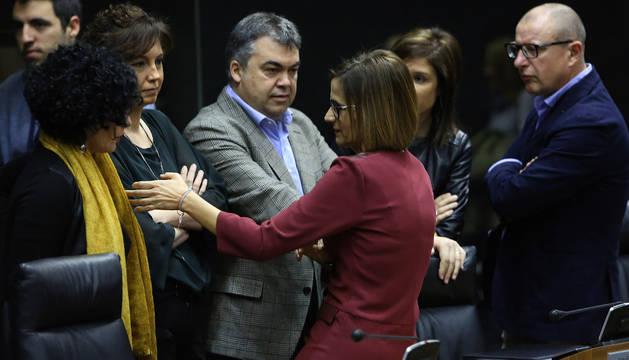 Chivite y parlamentarios del PSN, este jueves, en el Parlamento de Navarra