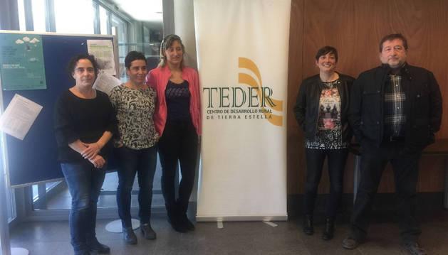 Irache y Cristina Roa, de Teder, junto a los promotores Noemí Álvarez Calleja, Amaia García Elcano  y José Antonio Sanz Mosquera, ayer durante la presentación de los proyectos aprobados.