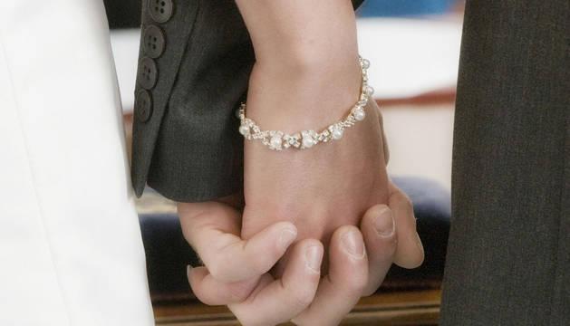 Una pareja de recién casados.