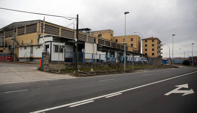 Construcciones del antiguo matadero, en la calle Miluce, en una imagen tomada el pasado mes de diciembre.